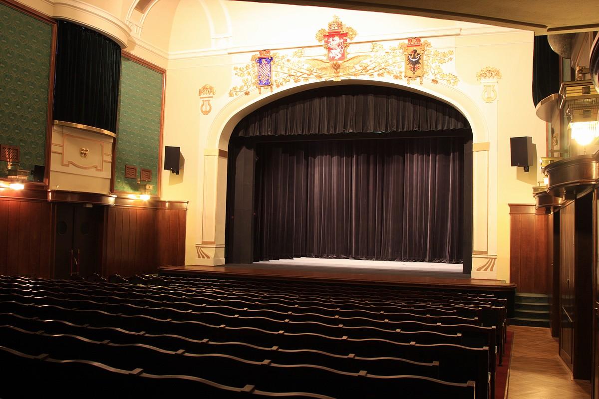 Výstava 130 let divadelního souboru Vrchlický v Jaroměři